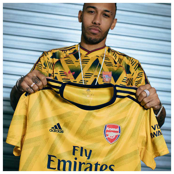 Pierre-Emerick Aubameyang shows the 2019-20 Arsenal FC Away Jersey