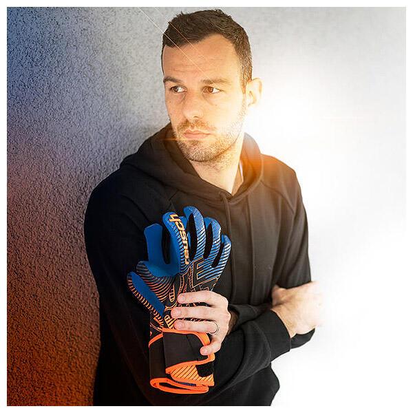 Samir Handanovic wears Reusch Pure Contact 3 goalkeeper gloves